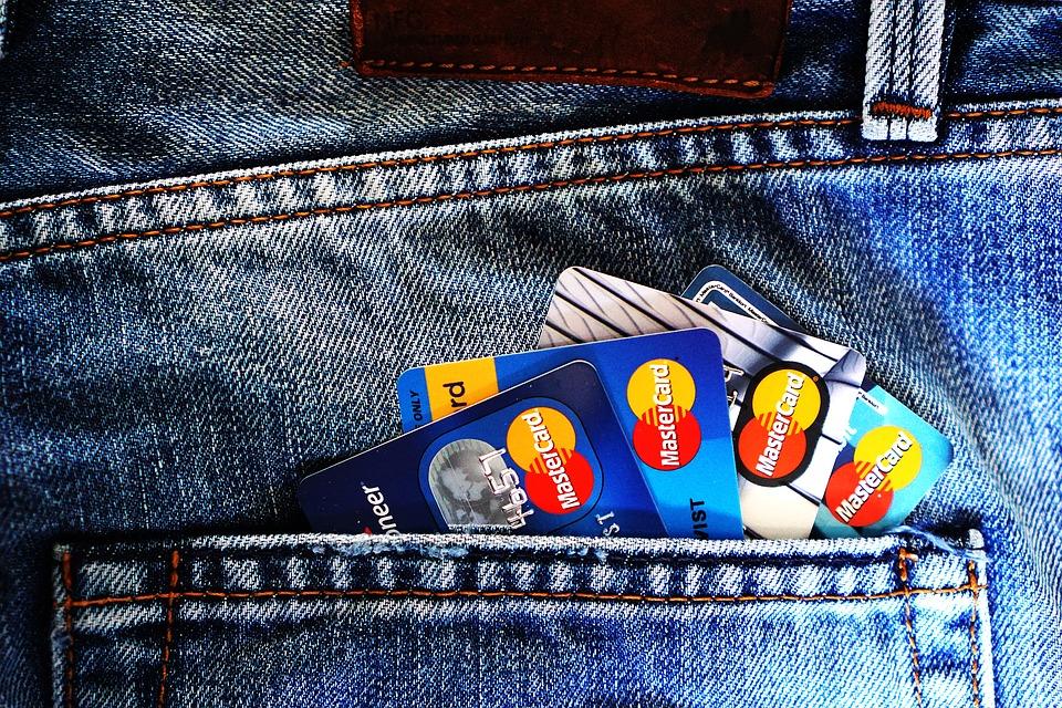 Kreditní karta může být dobrým finančním pomocníkem