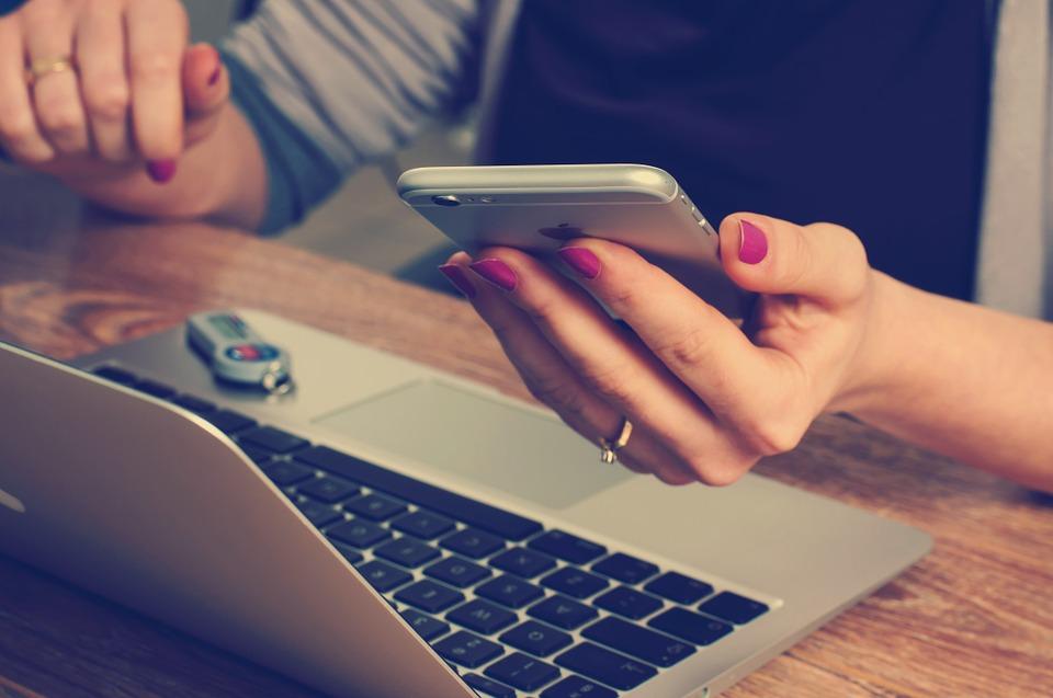 Internetové bankovnictví lze využívat i v mobilu