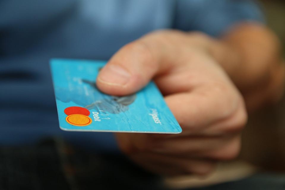 Využívat bankovní účet lze i tak, že budete platit kartou